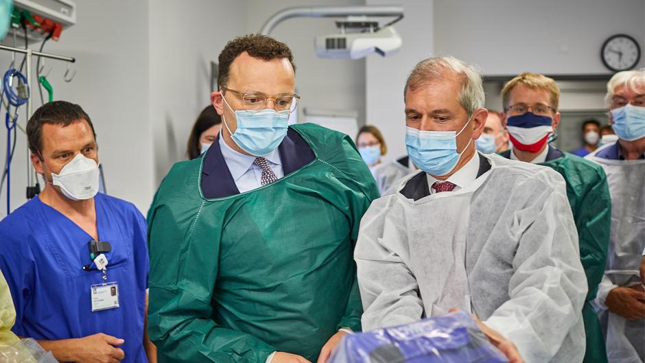 Bundesgesundheitsminister Spahn und Ministerpräsident Günther informieren sich im Klinikum der Zukunft