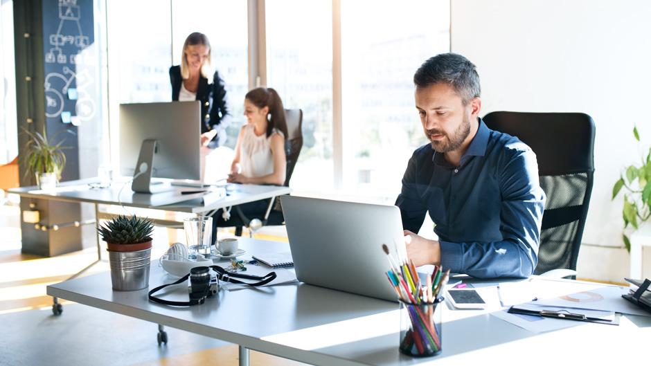 Rückkehr ins Büro: TÜV SÜD gibt Tipps zur IT-Sicherheit