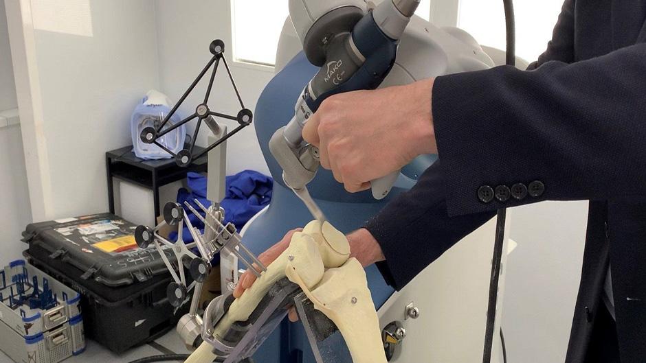 Klinik Idstein führt roboterassistierte Knie-Chirurgie ein