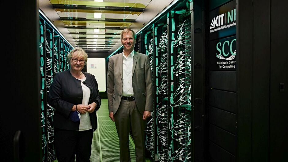 Superrechner am KIT eingeweiht